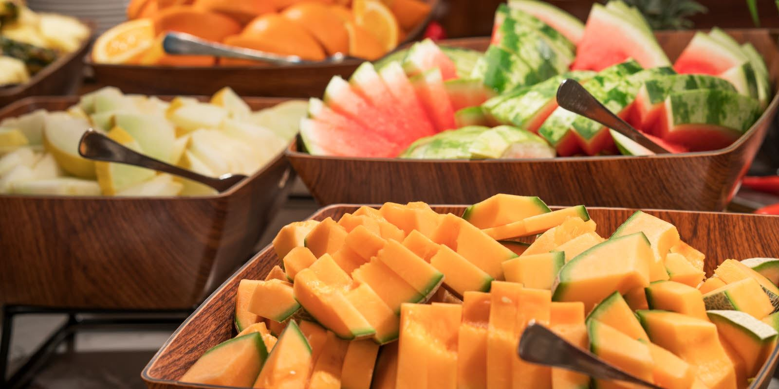 Restaurant buffet with a whole range of breakfast toppings at Thon Hotel Skeikampen
