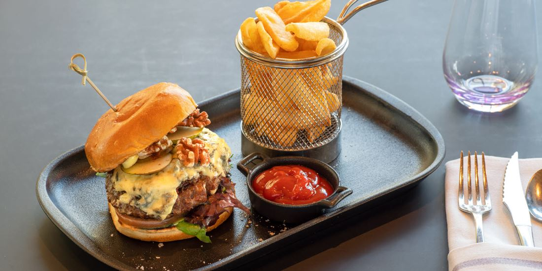 Burger at Eufemia Bar at Thon Hotel Opera