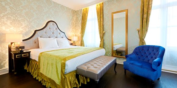 Room at Stanhope Hotel Brussels with large bed and sitting area