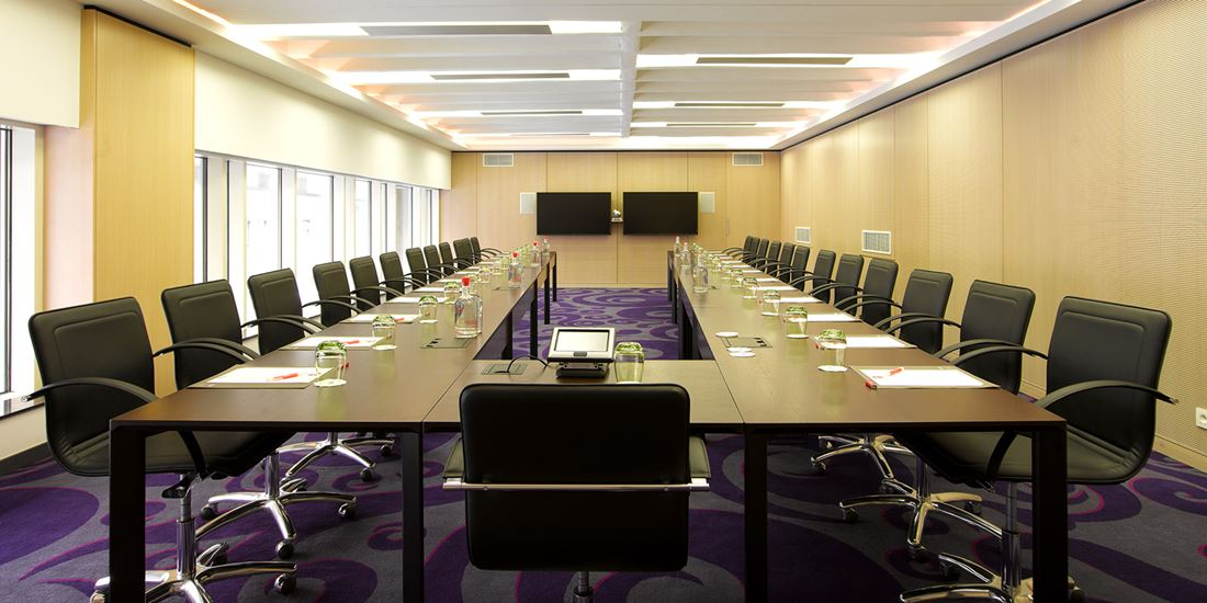 Meeting room to seat 25
