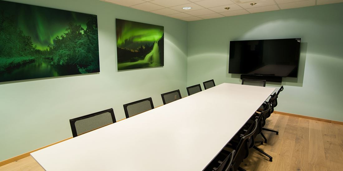 Meeting room to seat 14