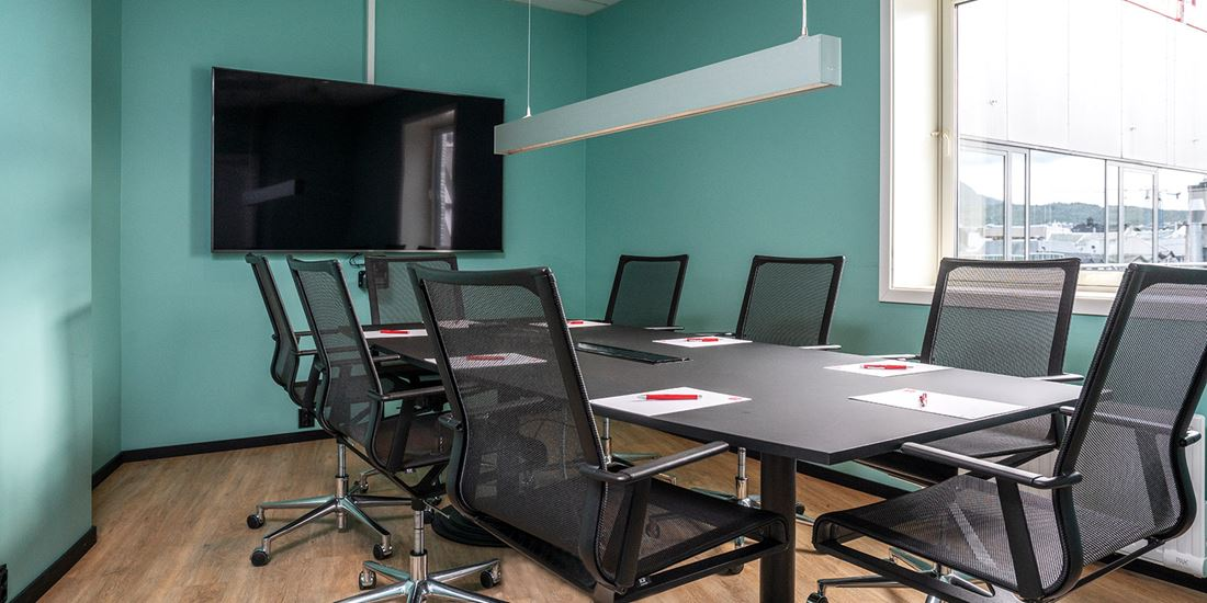 Meeting room with capacity for 8 persons