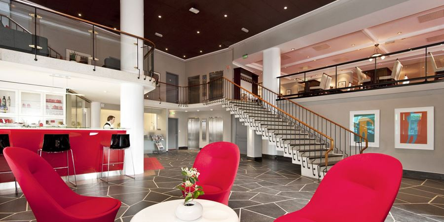 The lobby with seating areas at Thon Hotel Saga in Haugesund