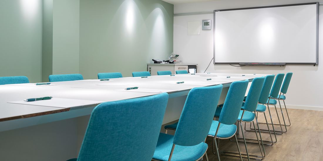 6 small meeting rooms to seat 6-18