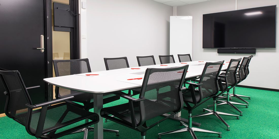 Meeting room to seat 12