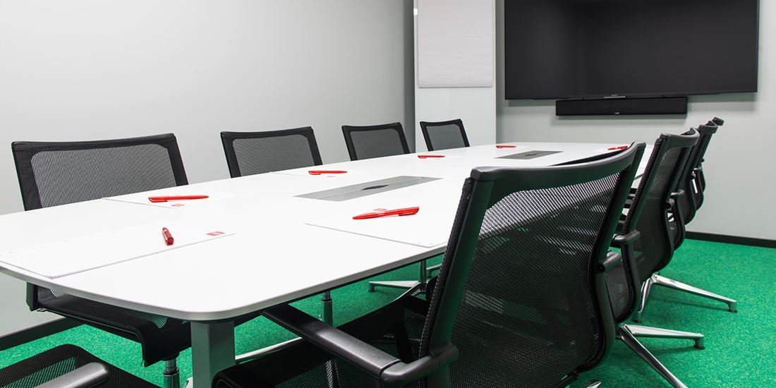 Meeting room to seat 10