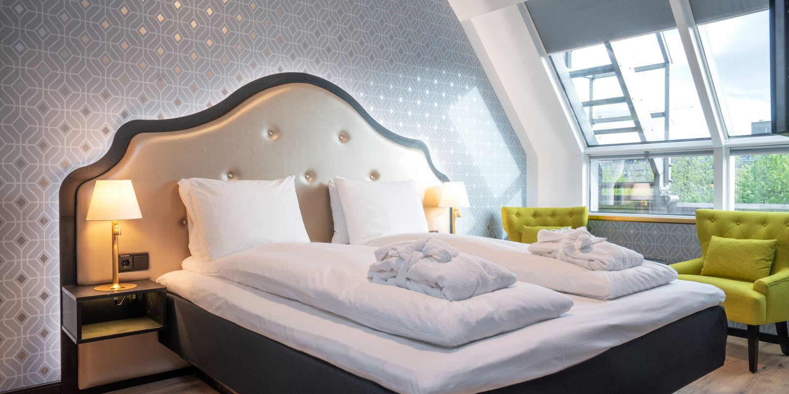 Oppredd seng i Juniorsuite på Thon Hotel Cecil