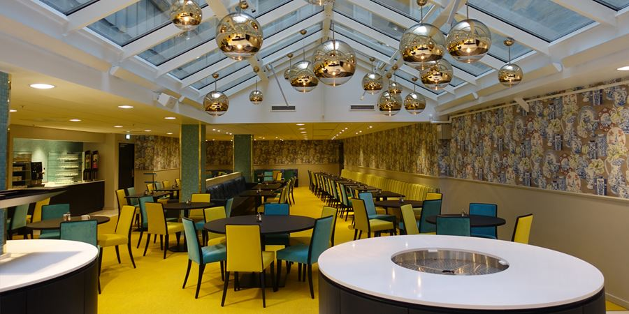 The lounge with coffee and evening meal service at Thon Hotel Terminus in Oslo city centre
