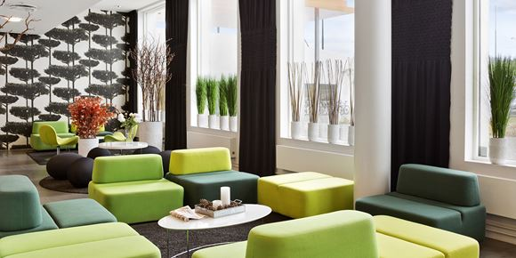 The lobby with seating areas at Thon Hotel Ullevaal Stadion in Oslo