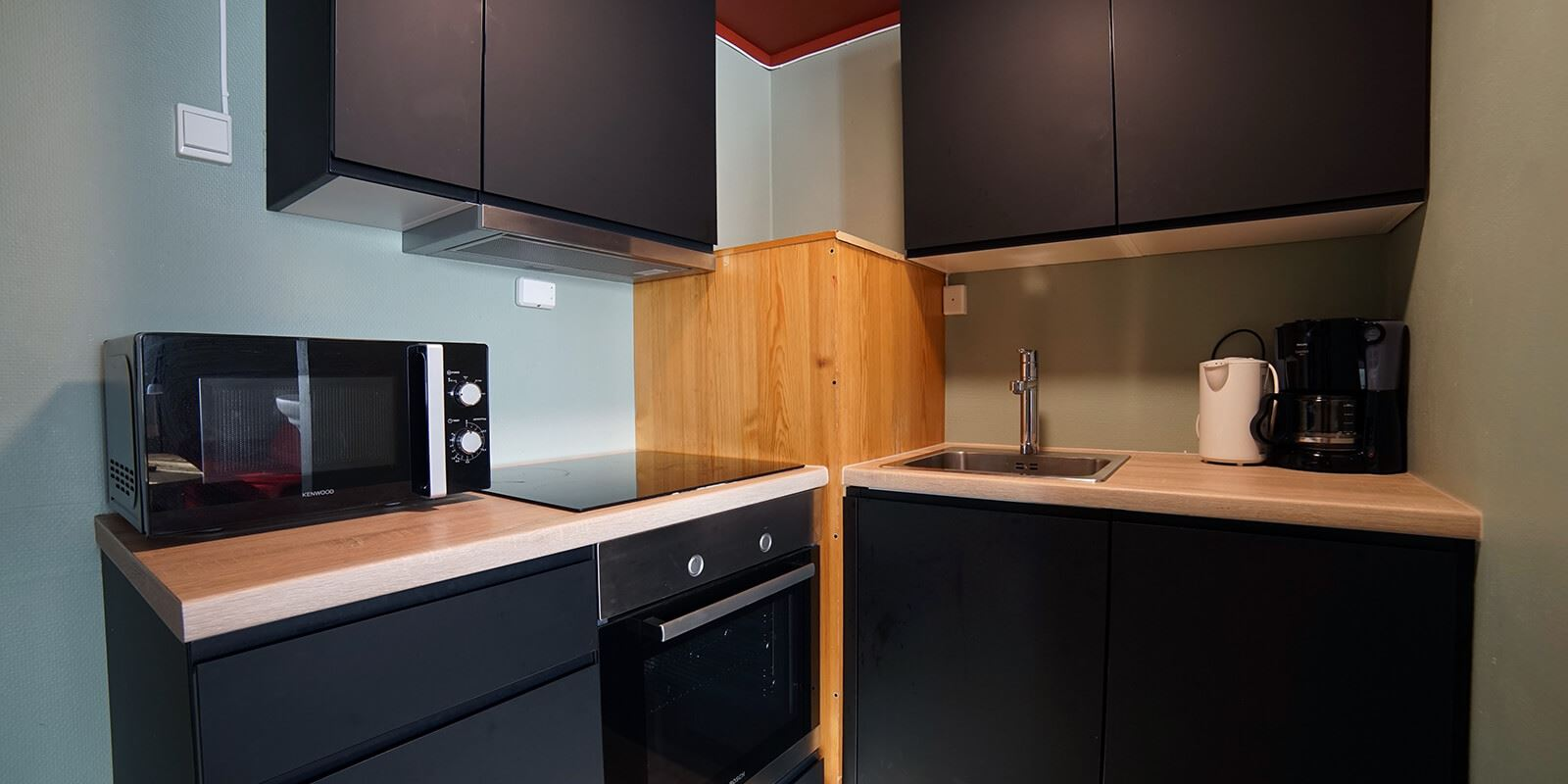 A well-equipped kitchen in a three-room apartment at Thon Hotel Skeikampen