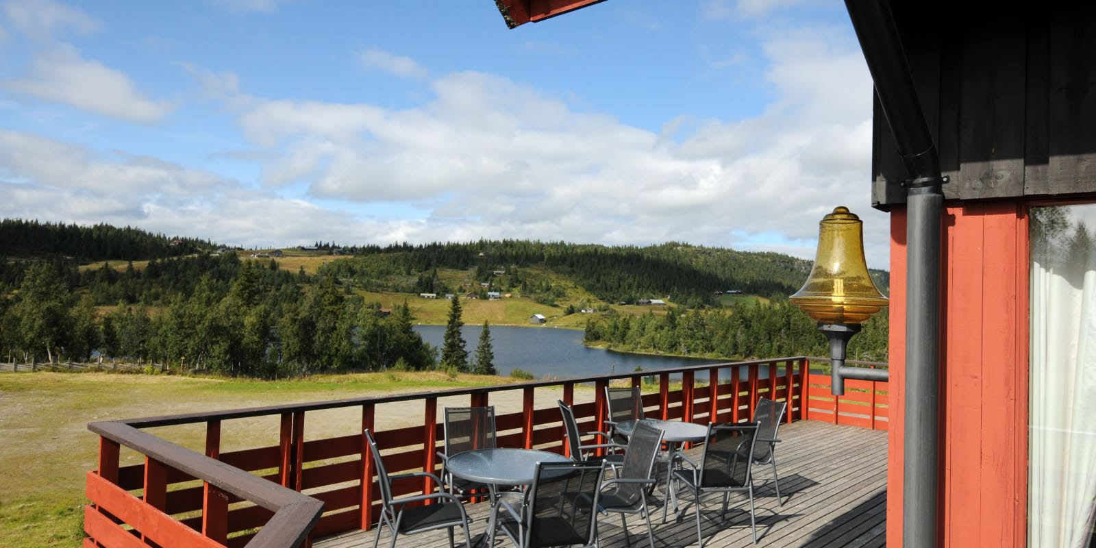 Mountain veranda with seating area and sun at Austlid fjellstue at Thon Hotel Skeikampen