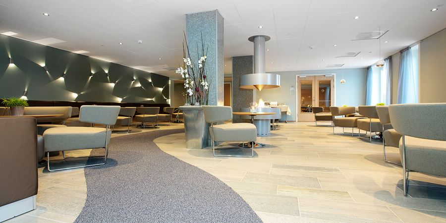 Skeisalongen lounge with seating areas at Thon Hotel Surnadal