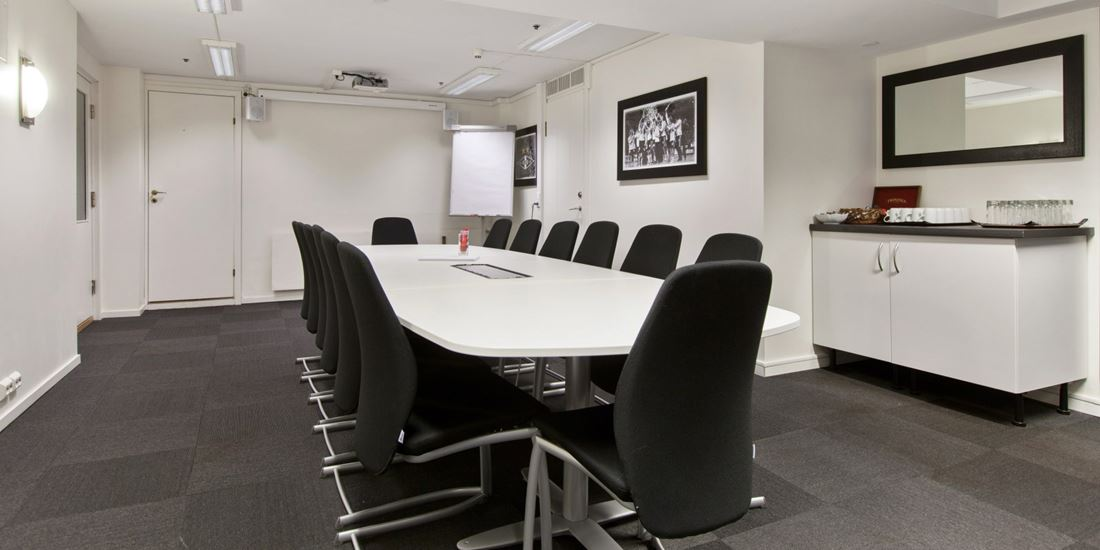 Meeting room to seat 15