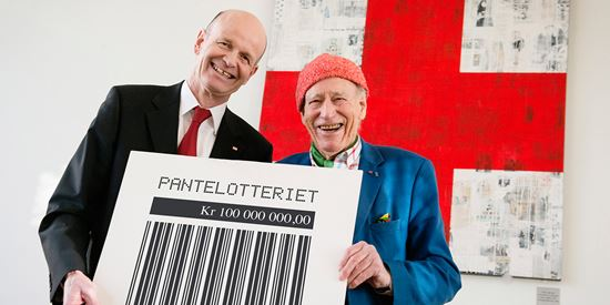 The president of the Norwegian Red Cross, Sven Molleklein, together with Olav Thon
